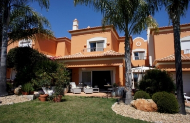 Two bedroom townhouse on golf course next to Ferragudo