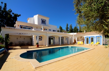 Secluded 3 bedroom villa with pool near Silves
