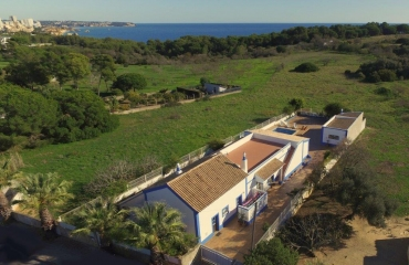 Secluded quinta style 3 bedroom villa with guest annex on coast of Alvor