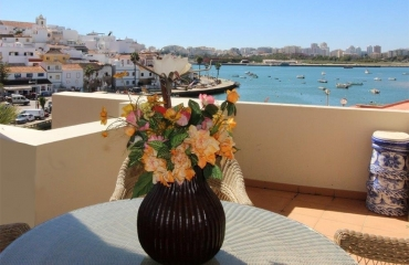 Luxurious 2 bedroom apartment with river view in Ferragudo