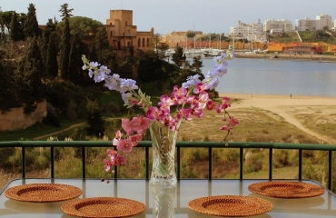 Charming townhouse with magnificent views in Ferragudo