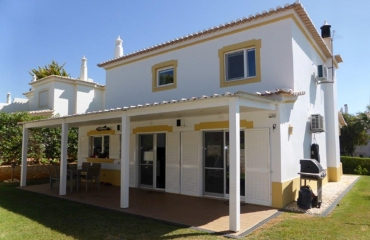 Lovely quality villa in upmarket urbanization edge of Portimao