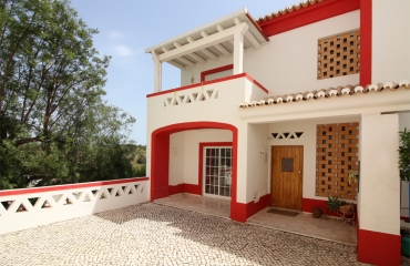 Attractive T2 apartment with garage in beautiful Ferragudo