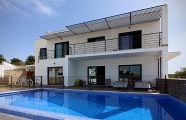 Contemporary luxury 5 bedroom villa with pool in central Ferragudo.