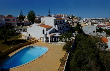 Spacious corner house with garden and pool near the center of Ferragudo