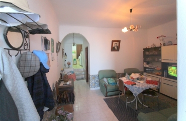 2 bedroom terraced house with roof terrace in old Ferragudo