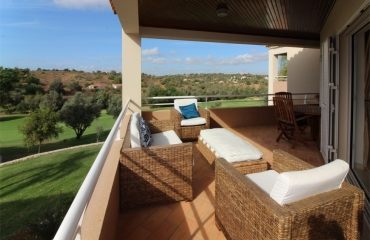 2 bedroom apartment on Vale de Pinta Golf with communal pool