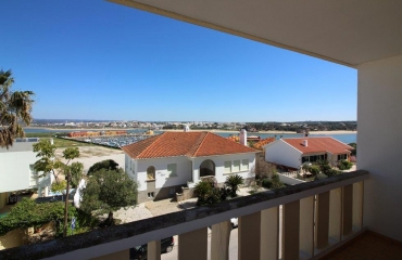 Apartment in prime location Praia da Rocha with balconies north and south