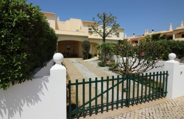 Spacious house within walking distance beaches in Ferragudo
