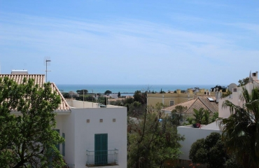 Spacious apartment with ocean view on the highest point of Ferragudo