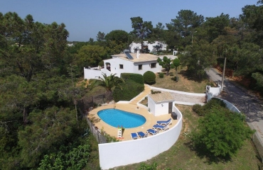 Country Villa with pool near Marinha Beach