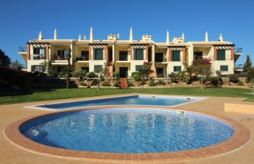 2 bedroom corner apartment ground floor near sports park Carvoeiro
