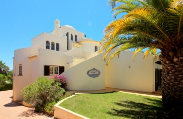 Spacious 4 bedroom villa  with own vineyard in Carvoeiro
