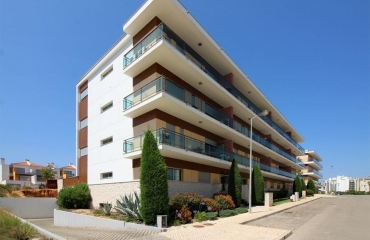 Furnished T3 with elevator and garage between Portim�o and Alvor