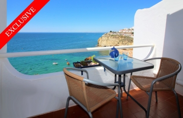 5 bedroom frontline property by Carvoeiro beach. Direct ocean views.
