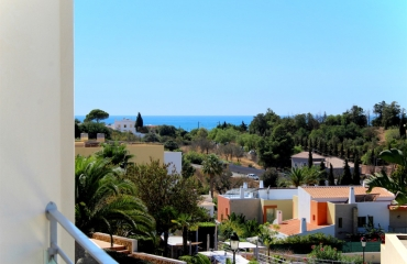 Spacious 3 bedroom apartment in luxury resort with lovely view to the sea