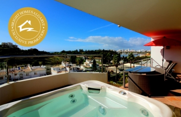 Luxurious 2 bedroom apartment with fantastic ocean views in Ferragudo