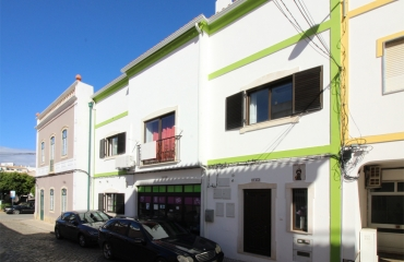 Spacious apartment with 3 bedrooms in the heart of Lagoa