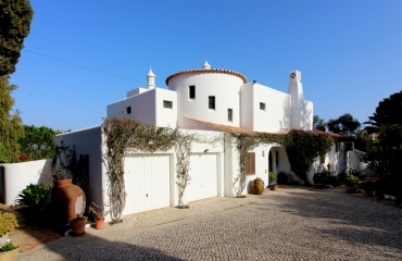 Upside down villa with ocean view near the beautiful Praia da Marinha