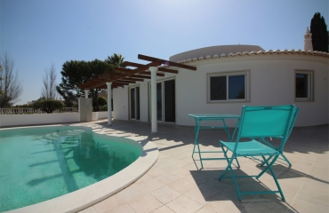 New villa with pool in popular residential area between Carvoeiro & Ferragudo