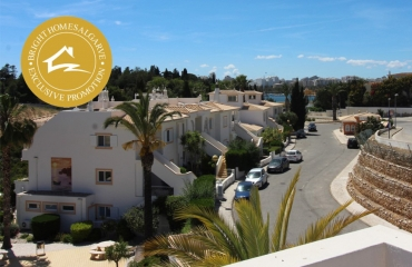 Corner apartment with roof terrace at beach in Ferragudo Valley Park with pool