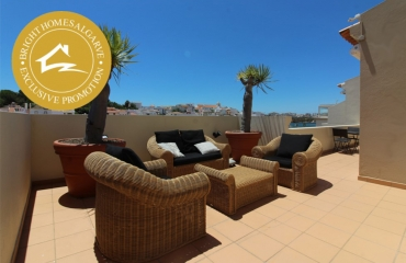 Unique 2 bed penthouse with huge outdoor terrace in the heart of Ferragudo
